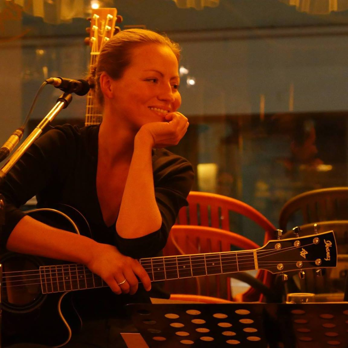 Miram Brenner Gesang, Gitarre